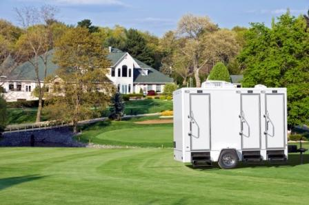 restroom-trailer-on-golf-course